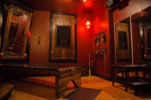 3 Bdsm Dungeons In Chicago Owned By Lady Sophia Chase