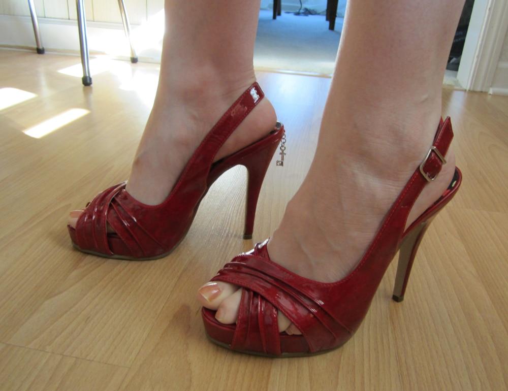 shoe fetish porn with toe jam